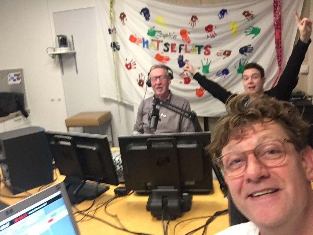 De makers van Radio Hatseflats in actie