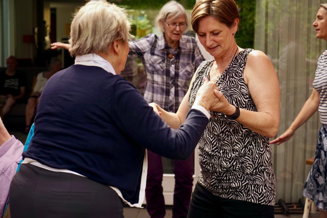 Dansen op muziek bij Herbergier Tilburg