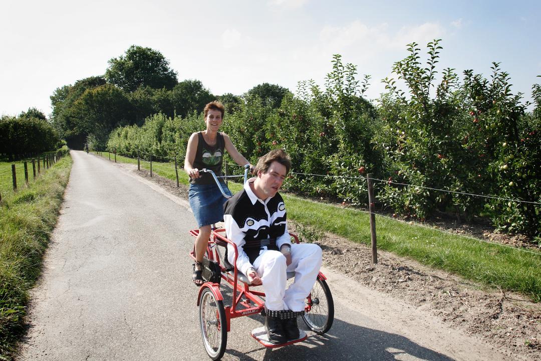 Riette samen op de fiets met Thomas