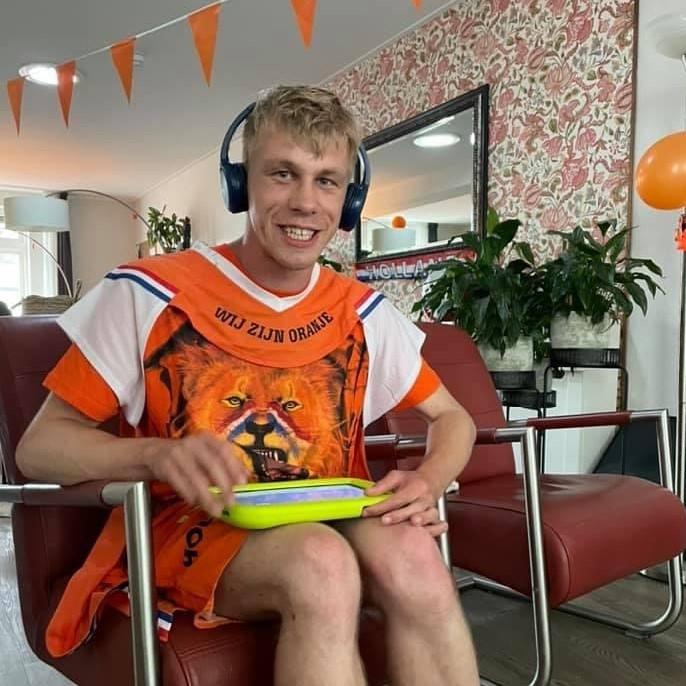 Thomashuis Apeldoorn oranje supporters